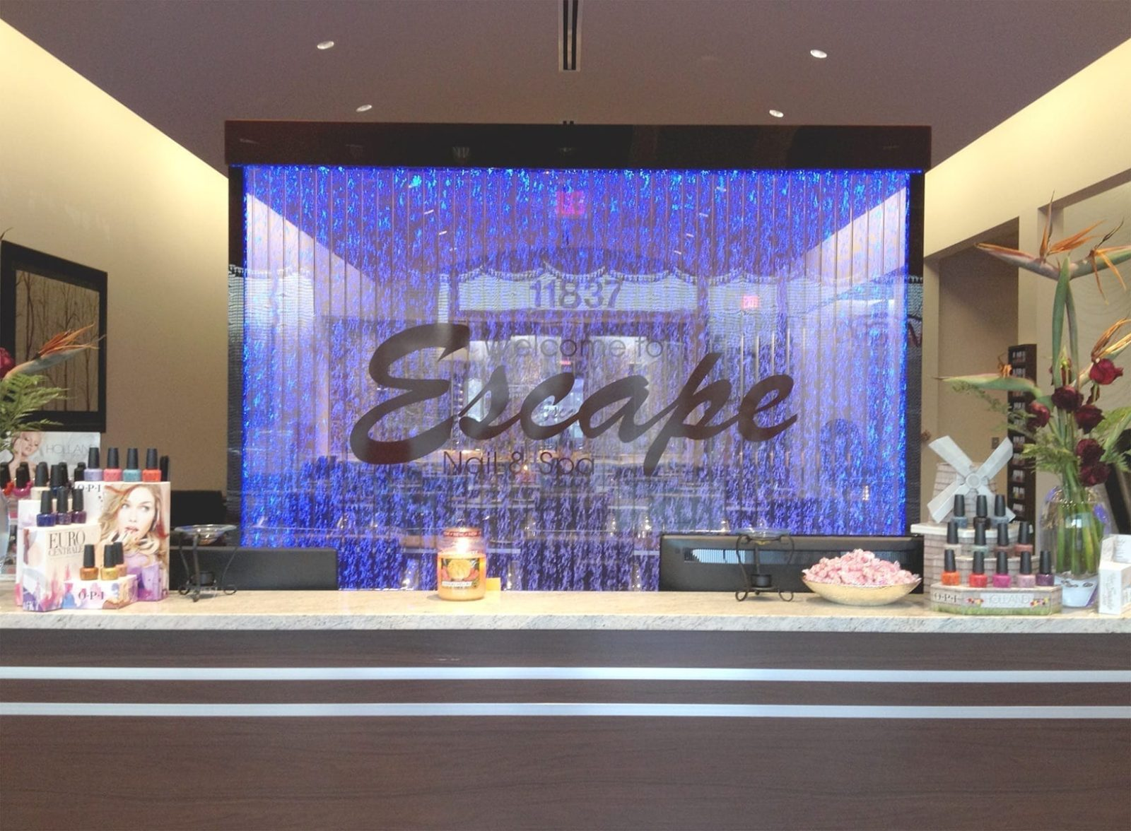 bubble wall with vertical baffle Nail Spa Ohio 2